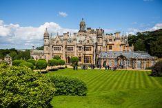 Beautiful Castles, Beautiful Buildings, Beautiful Places, Beautiful Homes, English Manor Houses, English House, Fantasy Castle, English Countryside, Beautiful Architecture