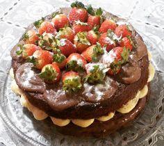 Naked Cake de Chocolate Com Morangos