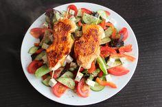 Putenspieße auf Salat