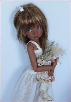 Future Preorder: Tan Talyssa MSD BJD by Kaye Wiggs. She's simply breathtaking! Pretty Dolls, Beautiful Dolls, Bjd, Black Freckles, Afro, Black Figurines, Big Eyes Artist, Reborn Toddler Dolls, Realistic Baby Dolls