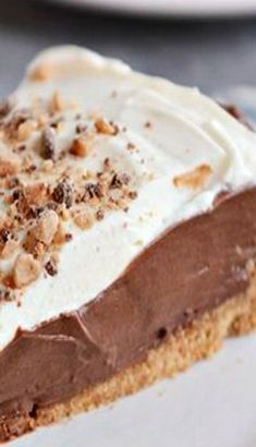 Perfect chocolate pudding pie with a simple graham cracker crust! Chocolate Pudding Desserts, Easy Chocolate Pie, Chocolate Pie Recipes, Chocolate Cream, Chocolate Gravy, Graham Cracker Dessert, Graham Cracker Recipes, Graham Cracker Cream Pie, Recipes With Graham Crackers