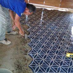Diseño: Flor de la Vida Hexagonal: 30cm  #lagunamosaicos #flordelavida #tiles #mosaico #lagunamosaicos #arquitectura #arqmx #interiorismo #interiordesign #artesanal #arte #vintage #mexico #ihavethisthingwithfloors #tileaddiction #hexagonal #hexagon #ajijic #hechoamano by lagunamosaicos