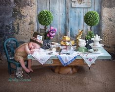 Absolutely LOVE this newborn Alice in Wonderland photo! Foto Newborn, Newborn Shoot, Newborn Baby Photography, Children Photography, Newborn Pictures, Baby Pictures, Baby Kind, Baby Love, Foto Baby