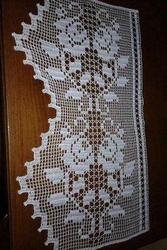 How to make an invisible decrease in single crochet Crochet Doily Patterns, Crochet Borders, Crochet Squares, Crochet Motif, Crochet Doilies, Crochet Books, Crochet Home, Yarn Crafts, Diy And Crafts
