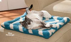 This pet bed looks great, wears well AND makes an earth-friendly choice! Convenient one-piece design is lightweight and easy to take with you when you travel.