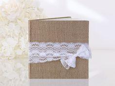 Księga gości z jutowej tkaniny z jasnokremową koronką
