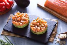 Avocado Recipes, Raw Food Recipes, Tartare Recipe, Salmon Tartare Avocado Recipe, Avocado Egg, Fett, Finger Foods, Food Inspiration, Zucchini