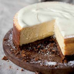 In place of whipped cream, top the cake with sour cream or a chocolate ganache. Carrot Cake Cheesecake, Cheesecake Recipes, No Bake Desserts, Dessert Recipes, Homemade Breadsticks, Homemade Carrot Cake, Sour Cream Cake, Classic Cheesecake, Desert Recipes