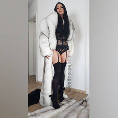 So many possible combinations with fur accessoires😱 Fashion Model Poses, Fashion Models, Fur Fashion, Fashion Outfits, Womens Fashion, Videos Instagram, Black Thigh High Boots, Fox Fur Coat, Fur Coats