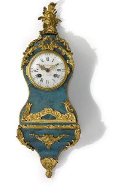 Un cuerno pequeño reloj cartel verde manchado montado en bronce dorado Louis XV alrededor del año 1745,