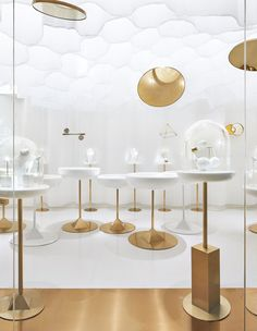 YǏN Fine Jewelry Boutique / odd Completed in 2019 in China. Images by Ruijing Photo. Contrasting strikingly from traditional Chinese gold jewelry YǏN an independent fine jewelry brand in China designs their products in a minimal. Jewelry Store Displays, Jewellery Shop Design, Jewelry Stores, Shop Displays, Merchandising Displays, Window Displays, Retail Displays, Jewellery Showroom, Jewelry Ads