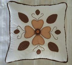 Pcojín flores cafes patchwork Crochet Granny, Quilting, Throw Pillows, Ideas, Plastic Craft, Patchwork Cushion, Pillow Covers, Decorative Bed Pillows, Bedspreads