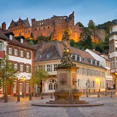 There are many reasons to spend a weekend in Heidelberg: an exciting city break, for culture lovers, gourmets or for your honeymoon. Rhine River Cruise, Places Ive Been, Places To Visit, Destinations, Hotel Packages, Destination Voyage, City Break, Germany Travel, Beautiful Places