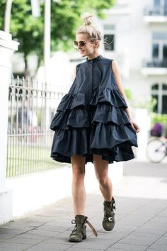 Even if I go for black and life is not so easy right now, I'm still not a mourning dude! Take a deep breath, . Moss Fashion, Passion For Fashion, Ideias Fashion, Fashion Dresses, Dress Up, Fashion Looks, Fashion Design, Fashion Trends, Street Style