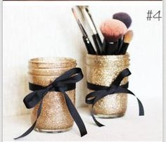 DIY Glitter Mason Jars for make up! or pens or other things you need a glittered mason jar holder for :] Cute Crafts, Crafts To Do, Diy Crafts, Ribbon Crafts, Glitter Mason Jars, Mason Jar Crafts, Do It Yourself Organization, Diy Décoration, Crafty Craft