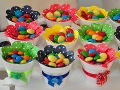 Dale color y sabor a tu próxima fiesta con algunas ideas para elaborar creativos dulceros y centros de mesa. Candy Party, Party Treats, Unicorn Birthday Parties, Baby Birthday, Bar A Bonbon, Candy Crafts, Candy Favors, Candy Bouquet, Holidays And Events