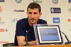 Javi Gracia ya es nuevo entrenador de Osasuna - http://mercafichajes.es/05/09/2013/javi-gracia-ya-es-nuevo-entrenador-de-osasuna/