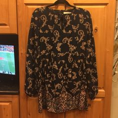 A & F floral dress A & F patterned crepe dress with zipper up back of dress.  Size XS Abercrombie & Fitch Dresses Mini