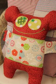 Diy Crafts And Hobbies, Diy And Crafts, Felt Diy, Felt Crafts, Felt Monster, Kids Pillows, Soft Sculpture, Softies, Beautiful Dolls