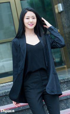 Kpop Girl Groups, Korean Girl Groups, Kpop Girls, Beautiful Asian Women, Beautiful Celebrities, Korean Beauty, Asian Beauty, Kim Seolhyun, Black White Fashion