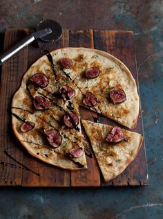 {<3} Pizza bianco with caramelised onion, blue cheese, figs & balsamic