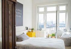 Happy Evening ️ Eine insgesamt wunderbare Woche geht zu Ende - daher muss ich auch nochmal auf eines der tollen Fotos von @silje.paul zurückgreifen ️ @femtastics_official  #art #artboxone #bedroom #decor #decoration #hafen #Hamburg #hh #home #homestory #inspiration #interieur #interior #interiordesign #interiores #interiorstyling #living #roomforinspo #sunday #view #wallart #wearehamburg #welovehh #yippieyippieyeah