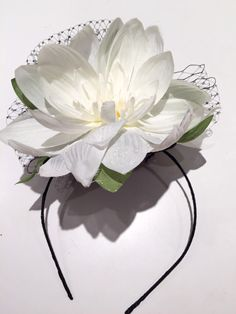 Diner en Blanc-Water Lily Fascinator Ivory Birdcage by doramarra Fuchsia Flower, White Flowers, Bridal Headpieces, Fascinators, Tea Party Attire, White Outfits For Women, Ivory Fascinator, Skinny Headbands, Picnic Outfits