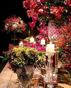 """Sabe aquela decoração """"UAU""""? Combinação de verde e rosa chiquérrima #amomuitotudoisso #amor #blogvestidodenoiva #bolo #bouquet #casamento #casamento2017 #casando #decoracao #festa #flores #flowers #fotografia #happy #inspiracao #inspirational #love #muitoamorenvolvido #noiva #noivas2017 #noivasdobrasil #photo #vestido #vestidodenoiva #vestidodenoivablog #vintagestyle #wedding #weddingblog #weddingcake #weddingdress"""