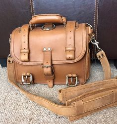 Looks good enough to eat doesn't it? You're a lucky man Murhamdilah Puteh Saddleback Leather, Leather Briefcase, Lucky Man, Leather Men, Leather Bags, Laptop Bag, Body Bag, Backpack Bags, Travel Bags