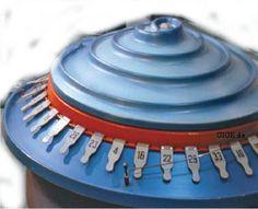 """DDR-Tele-Lotto: Es gab drei Ziehungsgeräte, das erst erinnerte ein wenig an ein Ufo oder wurde auch als Telelotto-Schnecke bezeichnet. Dieses Ziehungsgerät tat seinen Dienst von 1972 bis 1984. Das Nachfolgegerät mit Glasröhren funktionierte nach dem gleichen Prinzip, wie bei der ersten Version konnte es auch hier """"Durchläufer"""" geben, also die Kugel rollte in so einem Falle zwischen zwei Zahlen hindurch. Dieses Problem war erst 1987 mit dem dritten Ziehungsgerät, dem sogenannten Triesel… East Germany, Childhood, Memories, History, 1984, Retro, Ufo, Kugel, Fabrics"""