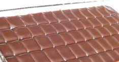 Egy kis édesség, az édesszájúaknak. 15 dkg cukor 10 dkg méz 15 dkg étcsoki 2 dl tejszín kevés olaj A cukrot karamellizáljuk, hozzáadjuk a... Fudge, Food And Drink, Candy, Chocolate, Chocolates, Sweets, Candy Bars, Brown