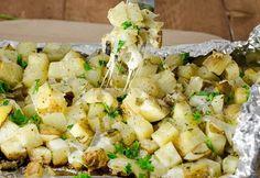 Les meilleures patates gratinées à l'ail sur le BBQ! Parmesan Potatoes, Potato Vegetable, Ribs, Barbecue, Potato Salad, Grilling, Appetizers, Cooking Recipes, Vegetables