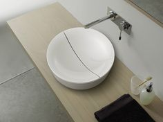 A modern sink drain design does not have to be boring! Witness the Scarabeo horizontal drain that cuts through the entire length of the basin. Just when you thought there was nothing left that would amaze you in the bathroom sink world!