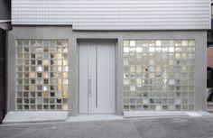Glass blocks create multi-tonal facade for antiques showroom by Jun Murata Glass Blocks Wall, Glass Block Windows, Glass Wall Art, Stained Glass Art, Brick Architecture, Architecture Details, Glass Brick, Wall Exterior, Brick Facade