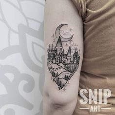 Hogwarts from a while ago. I love doing movie and videogame related tattoos! Bookings open on June Unique Sister Tattoos, Best Friend Tattoos, Leg Tattoos, Small Tattoos, Sleeve Tattoos, Arrow Tattoos, Hp Tattoo, Book Tattoo, Tiny Tattoo
