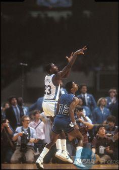 1103c752 29 MAR 1982: North Carolina's rookie freshman Michael Jordan (23) sinks the  shot