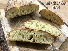 Chi mi segue da un po' sa che amo preparare il pane in casa, è rarissimo che lo compri, ed il pane senza impasto è quello che preferisco di più