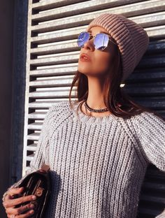 STREETSTYLE – GREY KNIT SWEATER & PALE PINK HAT