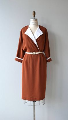 Vintage 1970s rust colored day dress with white facing on the lapels and white details on cuffs, white belt, elasticized waist, slips on over the head. Polyester with a very silk hand-feel. --- M E A S U R E M E N T S ---  fits like: medium bust: 40-42 waist: 28-34 hip: 47 length: 43 brand/maker: Pellini Petites condition: excellent  to ensure a good fit, please read the sizing guide: http://www.etsy.com/shop/DearGolden/policy  ✩ layaway is available for this ite...
