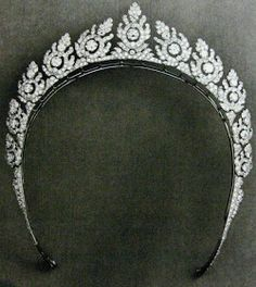 A diamond halo tiara The diamond halo tiara of Loelia, Duchess of Westminster. The tiara can be heightened with the addition of a di...