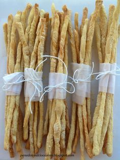 grissini di semola ***great presentation for a rustic dinner party....individual breadsticks