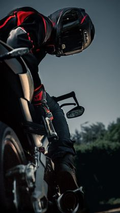Bike Pic, Bike Photo, Biker Boys, Biker Girl, Biker Chick, Moto Wallpapers, Iphone Wallpapers, Car Iphone Wallpaper, 1200 Gs Adventure