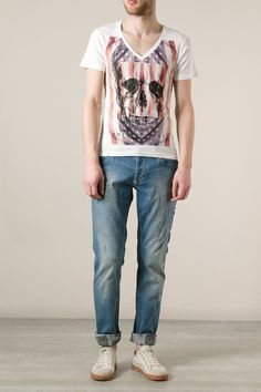 This v-neck t-shirt comes with a printed american flag and a skull, embellished with small rhinestones. Keep it casual, combining it with jeans or cargo pants and a leather jacket. Browse the complete Philipp Plein collection online at Boudi UK. Philipp Plein is pure luxury with his latest Menswear Collection embodying the designers rebel streak, and glamourous ideals making the Philipp Plein brand instantly recognisable.  SS14-HM341353
