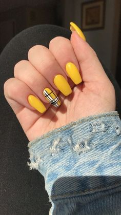 Whether you like long or short nails, acrylic or gel nails, french or coffin nails, matte or glitter nails, you can always find in here with yellow colors. Have a look at yellow nail designs we collected and choose the one that suits you the best. Yellow Nails Design, Yellow Nail Art, Yellow Glitter, Color Yellow, Yellow Black, Yellow Nail Polish, Summer Acrylic Nails, Best Acrylic Nails, Acrylic Nails Yellow