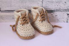 "Crochet PATTERN Baby Boys Booty ""Combat"" Boot Crochet Pattern, Beige Crochet Baby Booties, street shoes PATTERN ONLY par Inventorium sur Etsy https://www.etsy.com/ca-fr/listing/198898537/crochet-pattern-baby-boys-booty-combat"