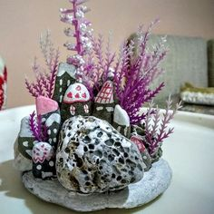 Hediyemi buyrunnnn..#hediyelik#degisik#orjinal#elemegi#buyrun#bekliyoruz Summer Diy, Summer Crafts, Stone Crafts, Rock Crafts, Modern Rustic Decor, Stone Pictures, House On The Rock, 3d Wall Art, Rock And Pebbles