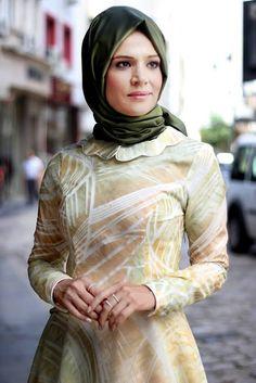 Nur Banu Desenli Yakma Elbise