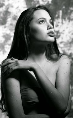 15-Year-Old Angelina Jolie During One Of Her First Photoshoots | Bored Panda