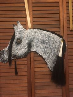 Gray Arabian horse head wreath with kanekalon mane and forelock. Hand painted glass eye adds a special touch. Andalusian Horse, Friesian Horse, Arabian Horses, Palomino, Dressage Horses, Draft Horses, Horse Head Wreath, Blue Roan, Horse Crafts