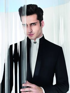 This wonderful bespoke made suit, was created in 14 days. It has 3 pieces: jacket, vest and trousers. Wedding Men, Wedding Suits, Indian Men Fashion, Mens Fashion, Tuxedo Vest, Groom Looks, Glamour, Groom Style, Mens Suits